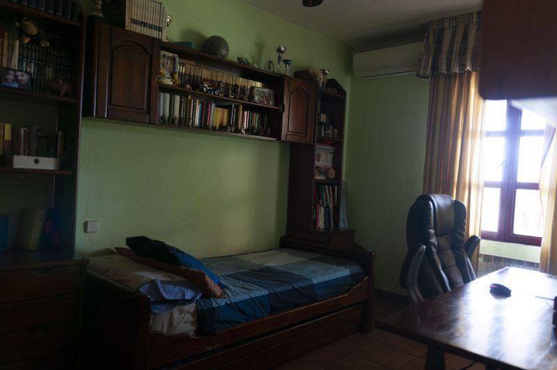 Comparto habitación de 13 metros cuadrados, con baño ...